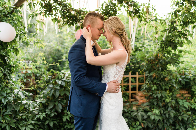 Brautpaar bei der freien Trauung in der Obermühle Langenselbold